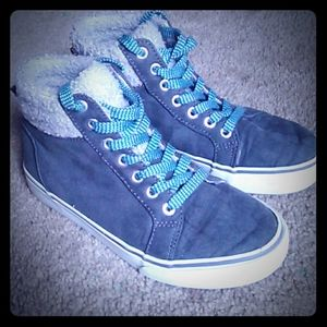 youth fur lined sneakers